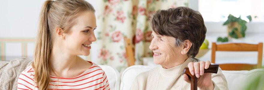 Solutions d'assistance aux personnes âgées vivant toutes seuls à domicile